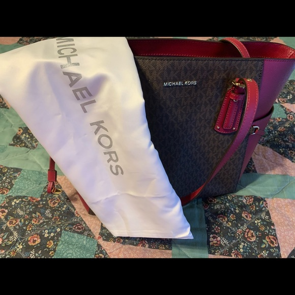 New Michael Kors With with Dust  bag